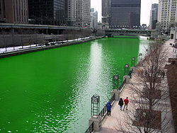250px-Chicago_River_dyed_green%2C_focus_on_river.jpg