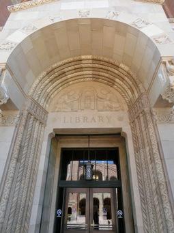 図書館入口.jpg