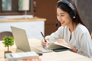 online_learning_woman_300.jpg