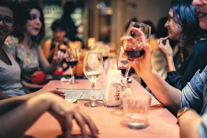 adult-bar-blur-696218_720.jpg