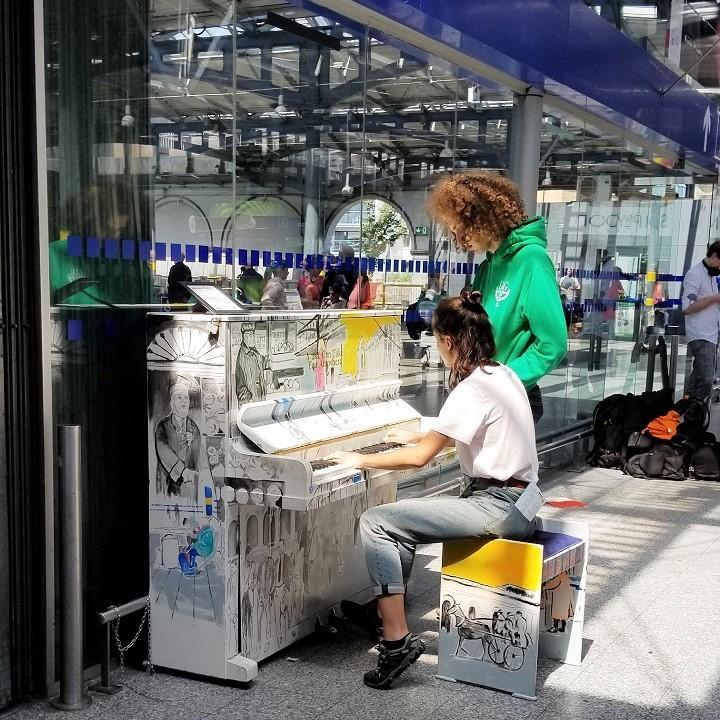 20190703_駅ピアノ_ヒューストン駅_720.jpg