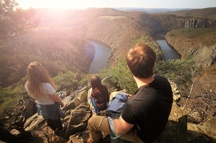 adventure-cliff-hiking-69743_720.jpg