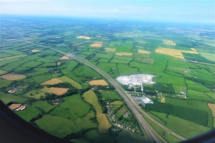 飛行機の窓からみたアイルランド_720.jpg