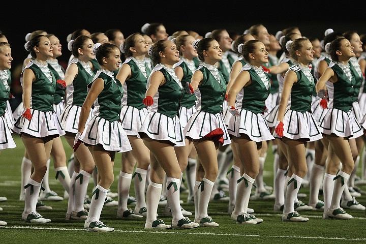 cheering-cheerleaders-dancing-159565_720.jpg