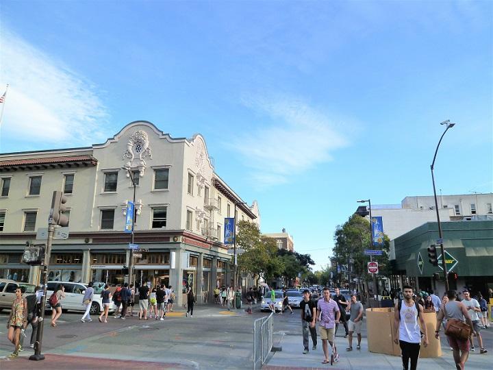 UC BerkeleyがあるBerkeleyの町並み_720.jpg