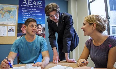 NZAK140 先生と生徒 授業風景.jpg