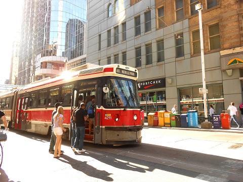 toronto_streetcar.JPG